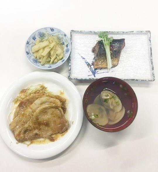 ☆日替わり夕食の献立:白海老のかき揚げ☆(ビジネスホテル レストコーポ西浜)