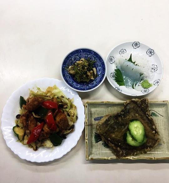 ☆日替わり夕食の献立:鶏肉と夏野菜の炒め物☆(ビジネスホテル レストコーポ西浜)